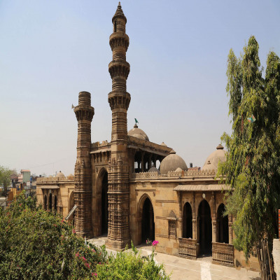 Jhulta Minar Place to visit