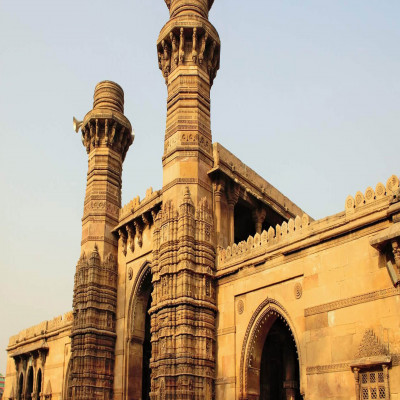 Jhulta Minar Places to See
