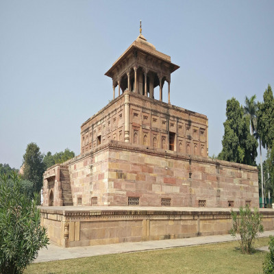 Khusro Bagh Place to visit