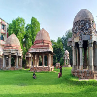 Hauz_khas_village_Attractions