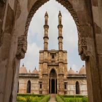 Jhulta_Minar_Attractions
