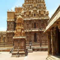 Brihadeeswarar Temple Sightseeing