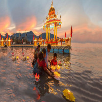 Float_Festival_Attractions